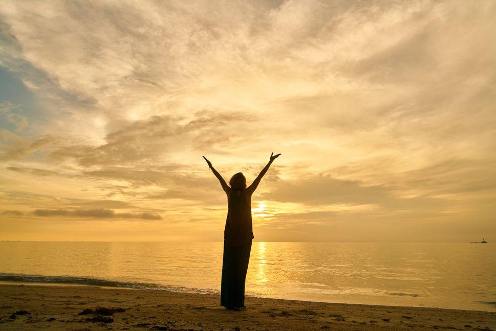 Momentos felices en la playa. Aprovechar la multitud de beneficios que tiene el agua del mar. Su alto contenido en minerales .